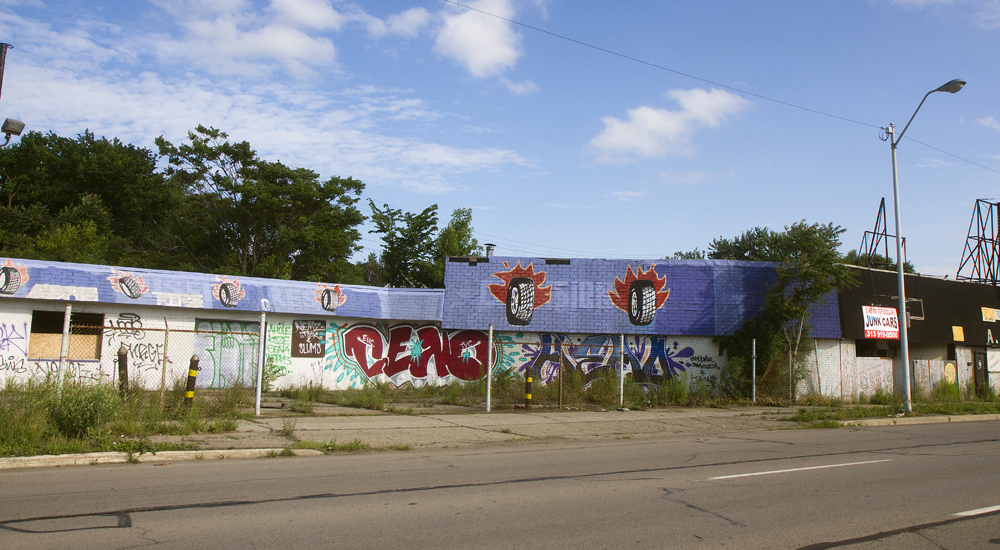 Photo essay once grand gratiot avenue in detroit is for Motor city pawn shop on 8 mile