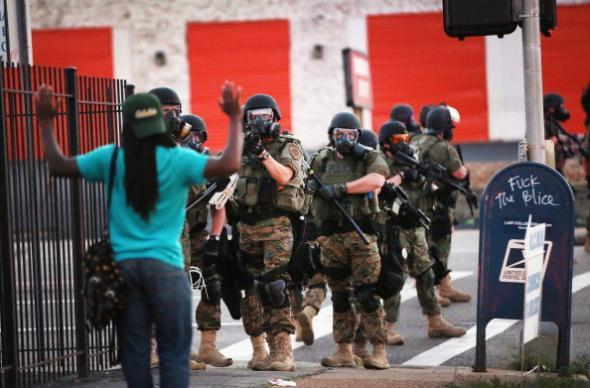 Powerful images show clash between zealous police, protesters in Ferguson