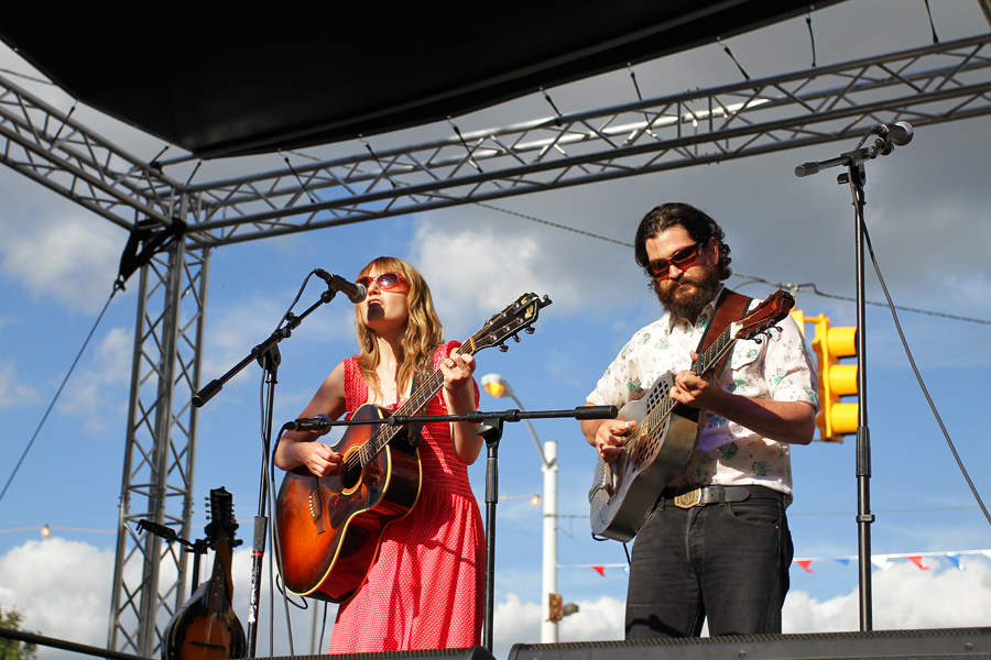 Lac La Belle, an acoustic duo from Detroit, performed. Photo/Steve Neavling