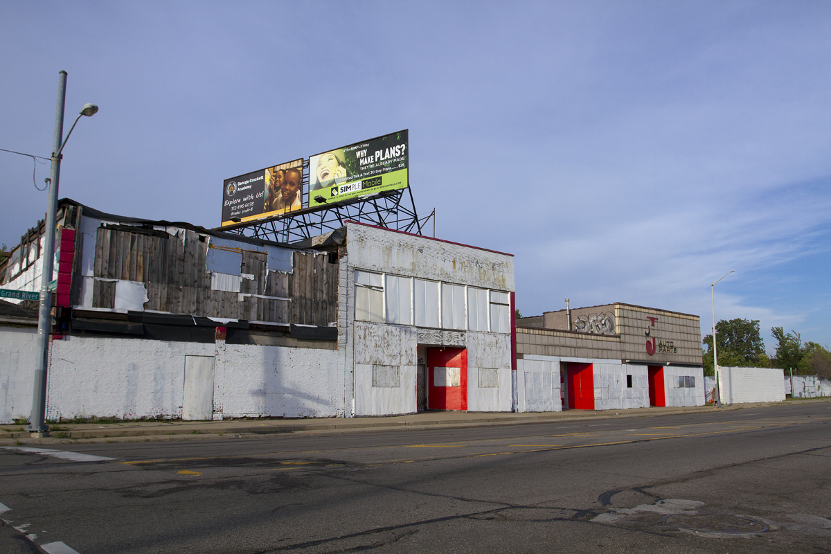 A graffiti-strewn row of Grand River buildings was painted over recently. All photos by Steve Neavling.