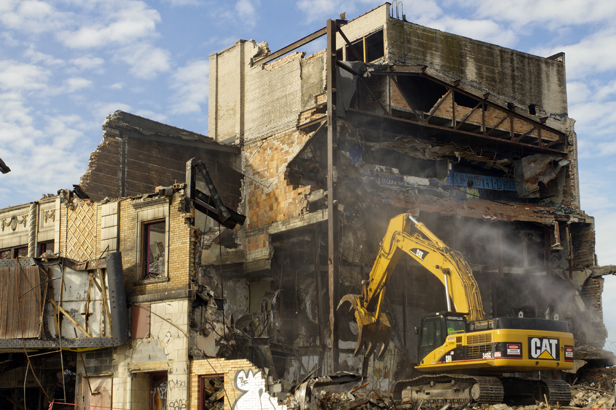 Video Once Venerable Eastown Theatre Comes Crashing Down