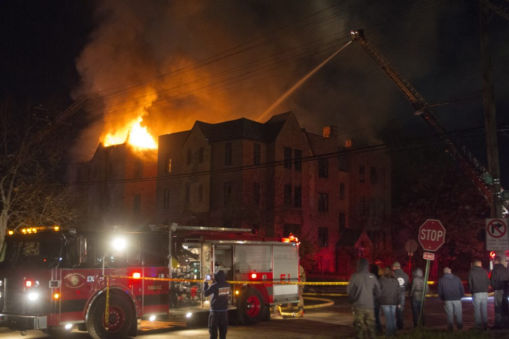 Second-alarm blaze in a vacant four-story apartment at Tyler and Wildemere. Photo by Steve Neavling.